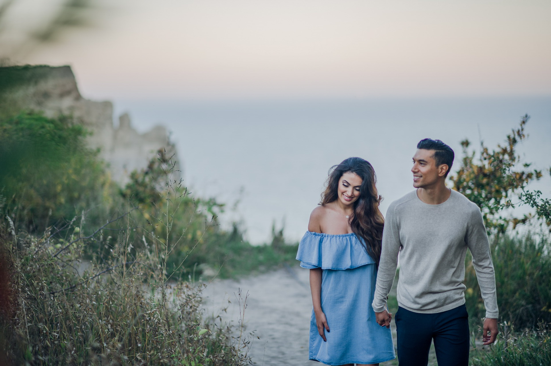 6 Tips for Feeling Comfortable at an Engagement Photo Shoot- AGI Studio