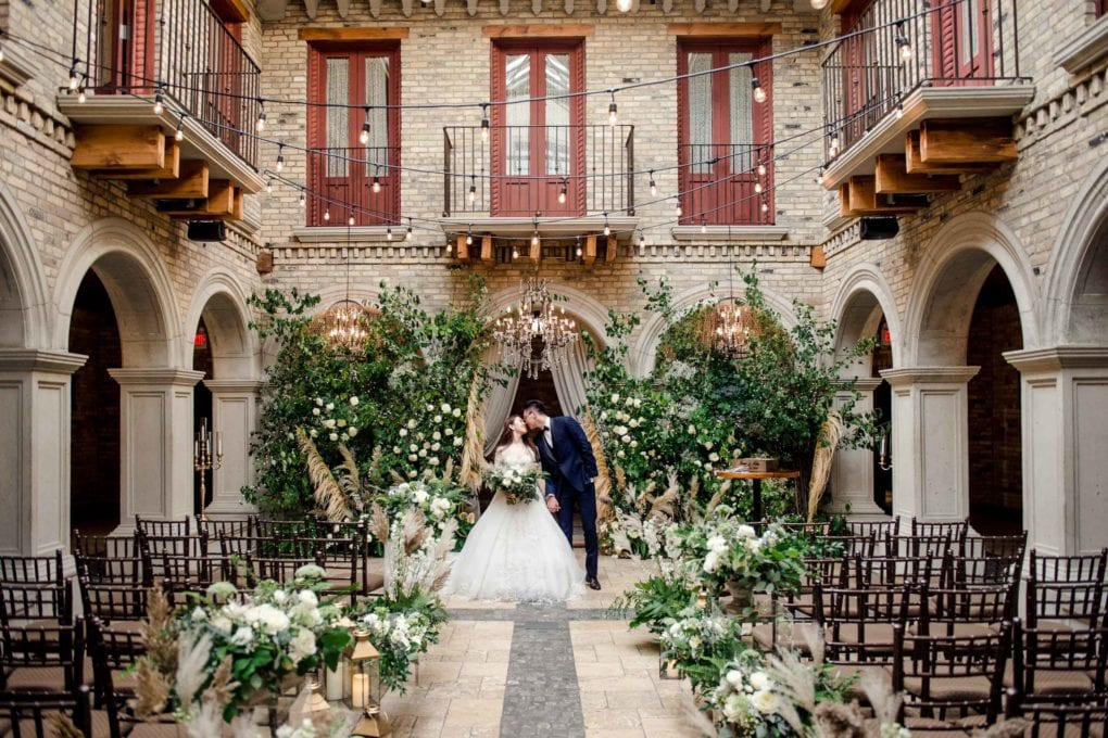 Toronto Featured Wedding Location: Hacienda Sarria-AGI Toronto Wedding Photographers